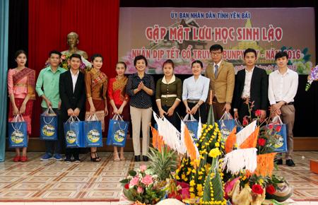 Tết Lào trên đất Việt (gặp mặt lưu học sinh Lào nhân dịp Tết cổ truyền Bunpimay 2016)