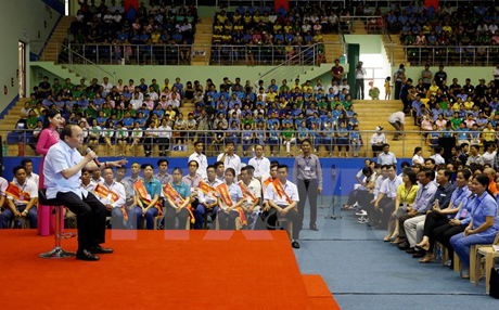 Thủ tướng Nguyễn Xuân Phúc đối thoại với công nhân, người lao động.