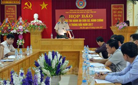 Đồng chí Nguyễn Huy Hải – Cục trưởng Cục Thi hành án dân sự tỉnh thông tin về kết quả thi hành án 6 tháng đầu năm 2017.