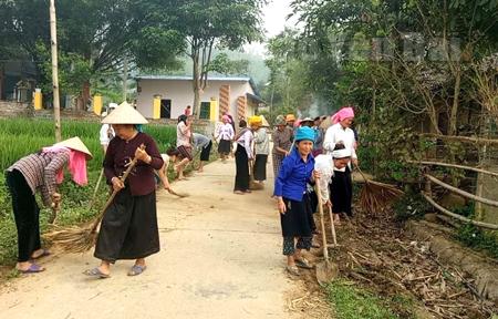 Hội viên phụ nữ và người dân xã Nghĩa Lợi, thị xã Nghĩa Lộ hưởng ứng Phong trào