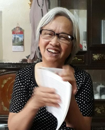 Bà Trần Thị Hoan chia sẻ ký ức chiến tranh.