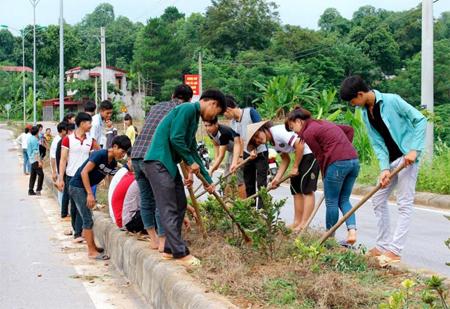 Huyện Văn Yên phát huy vai trò các ban công tác mặt trận trong công tác giữ gìn vệ sinh môi trường gắn với xây dựng nông thôn mới.