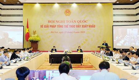 Thủ tướng Nguyễn Xuân Phúc đã chủ trì Hội nghị trực tuyến về giải pháp tổng thể thúc đẩy xuất khẩu năm 2018.