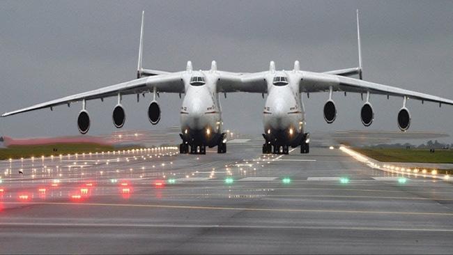 Máy bay lớn nhất thế giới của hãng Stratolaunch.