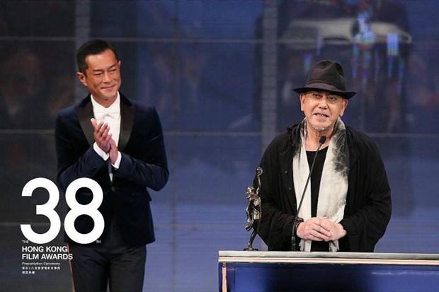 Nam diễn viên Huỳnh Thu Sinh (phải) giành giải nam diễn viên chính  xuất sắc nhất.