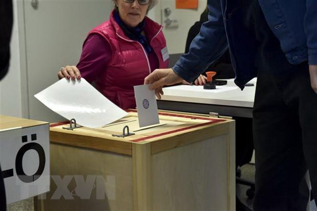 Cử tri Phần Lan bỏ phiếu tại một địa điểm bầu cử ở Helsinki ngày 14/4.