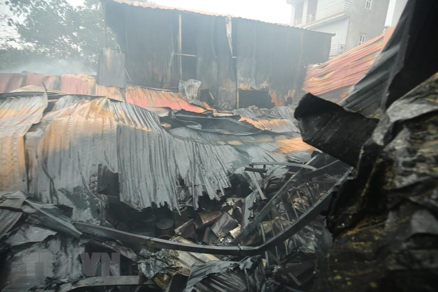 Bốn khu nhà xưởng bị thiêu rụi