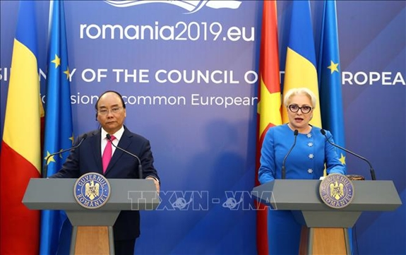 Thủ tướng Nguyễn Xuân Phúc và Thủ tướng Romania Viorica Dancila họp báo thông báo kết quả hội đàm giữa hai nước.