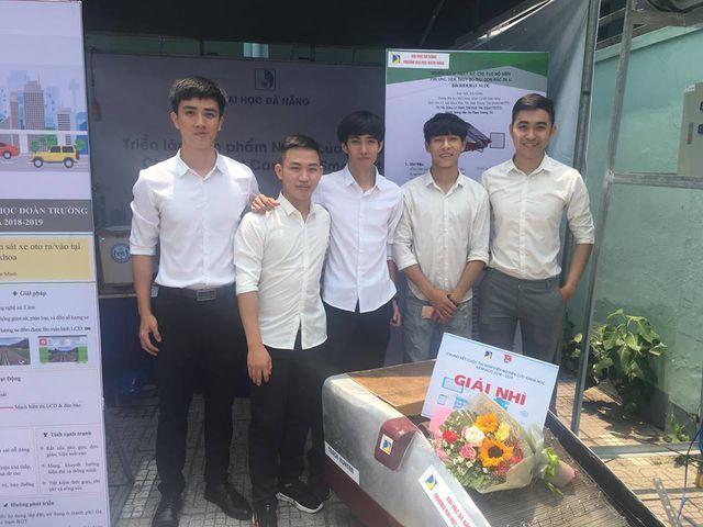 Đề tài thiết bị thu gom rác thải bãi biển, mặt nước chủa nhóm SV Trường ĐH Bách khoa - ĐH Đà Nẵng được chọn trao giải trong cuộc thi sinh viên nghiên cứu khoa học