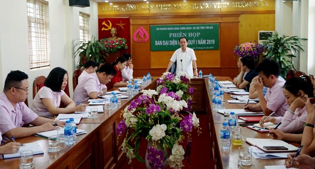 Đồng chí Tạ Văn Long - Phó Chủ tịch Thường trực UBND tỉnh, Trưởng ban  đại diện HĐQT NHCSXH tỉnh phát biểu tại Hội nghị