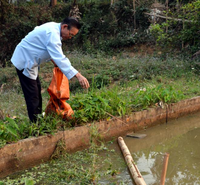 Cùng với tham gia công tác xã hội, ông Lò Minh Tâm luôn tích cực lao động, sản xuất để phát triển kinh tế gia đình.