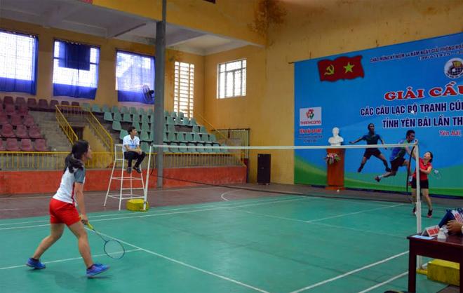 Các VĐV tham gia thi đấu tại Giải Cầu lông các câu lạc bộ tranh Cúp Liên đoàn Cầu lông tỉnh lần thứ XIV.