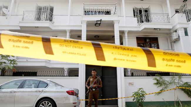 Cảnh sát Sri Lanka bên ngoài ngôi nhà ở Colombo của các nghi phạm chủ mưu vụ đánh bom hôm 25/4.