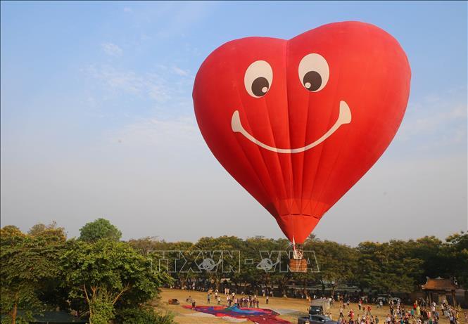 Lễ hội khinh khí cầu diễn ra tại sân Hàm Nghi bên trong kinh thành Huế.