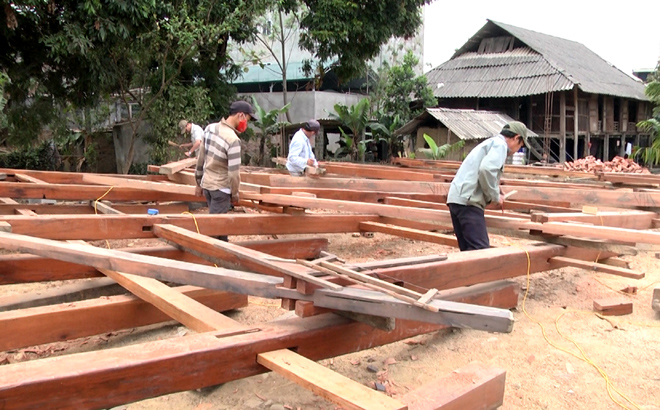 Thai ethnic minority people in Muong Lo – Nghia Lo build a traditional on-stilt house to receive tourists after the pandemic.