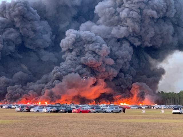 Đám cháy tại Florida thiêu rụi hàng nghìn ôtô.
