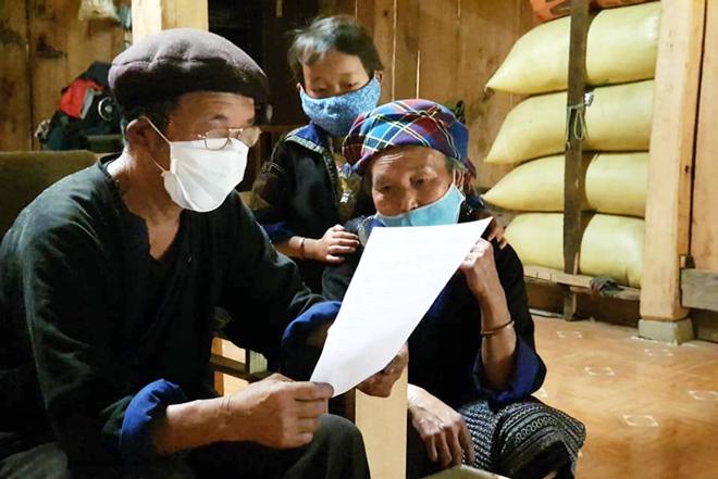 Những ngày này, người dân Mù Cang Chải thường xuyên ở nhà và cập nhật thông tin về dịch Covid-19