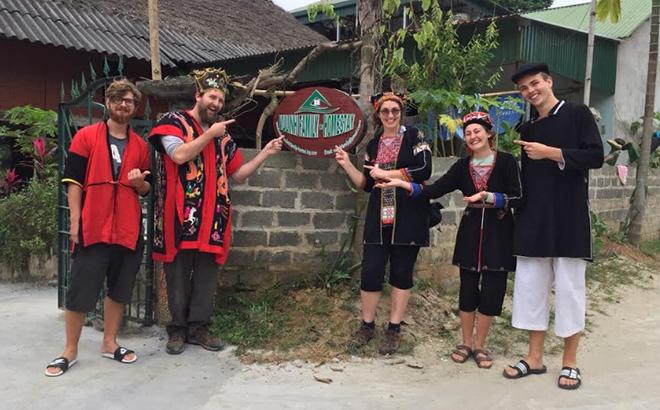 Mô hình Tổ hợp tác Phát triển kinh tế du lịch cộng đồng thôn Ngòi Tu, do Lý Thị Sam Sung thành lập đã thu hút nhiều du khách nước ngoài tham quan, trải nghiệm.