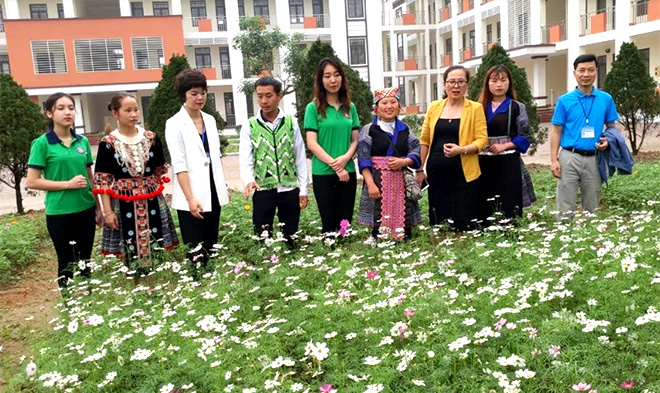 A flower garden built by the youth union of the Yen Bai College of Pedagogy