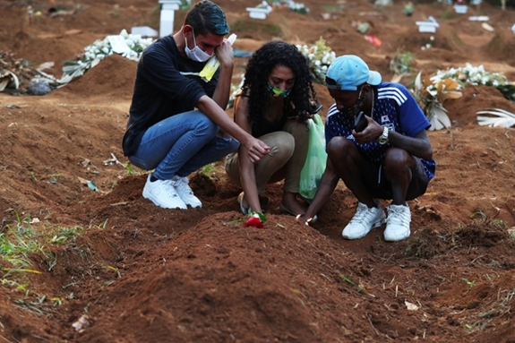 Nghĩa trang Vila Formosa - nơi chôn cất nhiều trường hợp tử vong vì Covid-19 tại Sao Paulo, Brazil.