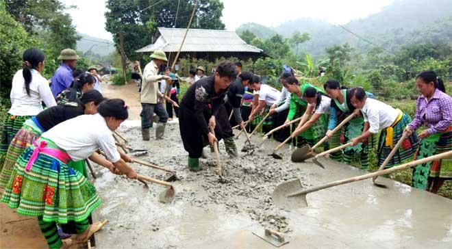 Đồng bào Mông xã Hồng Ca chung sức xây dựng nông thôn mới