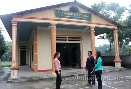 Nhà văn hóa thôn 8, xã Việt Thành đưa vào sử dụng từ tháng 4/2014 nhưng đến tháng 5/2015 mới có đầy đủ bàn, ghế.