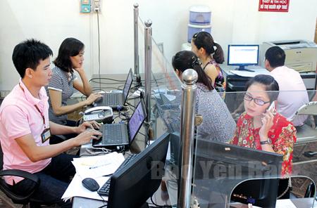 Chi cục Thuế thành phố Yên Bái thực hiện cải cách hành chính tạo điều kiện thuận lợi cho người nộp thuế.