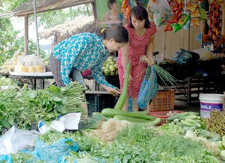 Để đảm bảo VSATTP, người dân hãy thận trọng lựa chọn thực phẩm trong tiêu dùng, bằng nâng cao kiến thức nhận biết.
