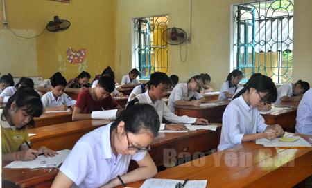Thí sinh làm bài tại kỳ thi vào lớp 10 năm học 2015 - 2016 thuộc Hội đồng thi Trường THPT Chuyên Nguyễn Tất Thành.