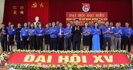 Ban Chấp hành Đoàn TNCS Hồ Chí Minh huyện Văn Yên khóa XV ra mắt Đại hội.