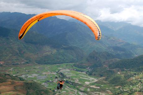 Trực tiếp tham gia bay, du khách sẽ được tự mình khám phá, chiêm ngưỡng vẻ đẹp của ruộng bậc thang Mù Cang Chải khi nhìn từ trên cao xuống.