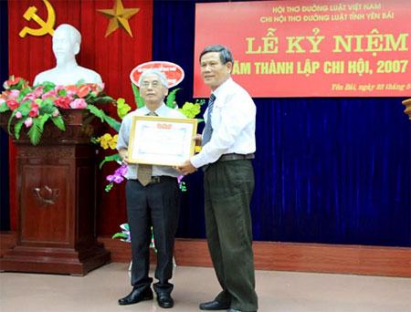 Chi hội thơ Đường luật tỉnh vinh dự nhận Bằng khen của Trung tâm Nghiên cứu bảo tồn và Phát huy văn hóa dân tộc Việt Nam.