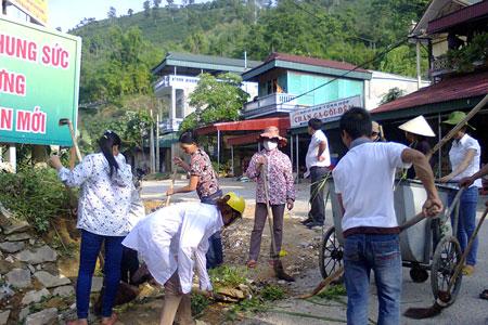 Đoàn viên công đoàn xã Phúc An thường xuyên tham gia lao động vệ sinh, giữ gìn môi trường sống xanh - sạch - đẹp.