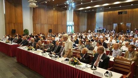 Khoảng 200 đại biểu quốc tế tham dự hội thảo khoa học.