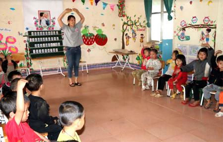 Các bé ở điểm trường mầm non Vàng Ngần phải học tập trong điều kiện ánh sáng tự nhiên.