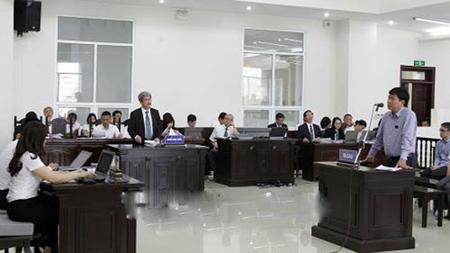 Bị cáo Đinh La Thăng, nguyên Chủ tịch Hội đồng Quản trị PVN trả lời các câu hỏi của luật sư.