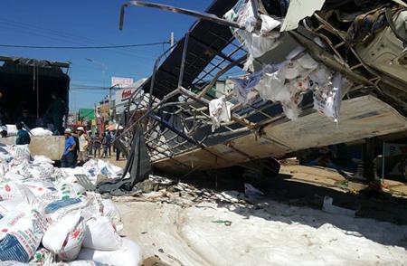 Tai nạn thảm khốc ở Lâm Đồng, ít nhất 5 người chết.