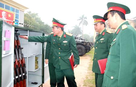 Tủ bảo quản vũ khí do cán bộ, chiến sỹ LLVT tỉnh sáng chế, hưởng ứng Cuộc vận động 50.