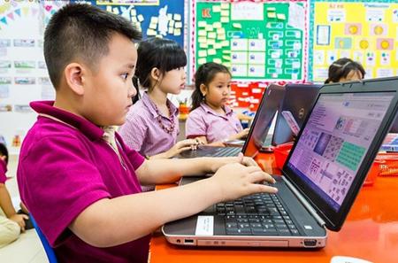 Trẻ em cần được  quan tâm định hướng trong thời đại công nghệ số. (Ảnh minh hoạ)