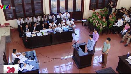 Phiên tòa xét xử vụ 8 bệnh nhân chạy thận tử vong ở Hòa Bình vào sáng nay (15/5).