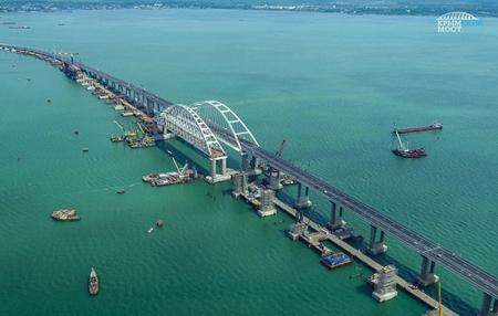 Tổng chi phí xây dựng cầu Crimea khoảng gần 4 tỷ  USD.