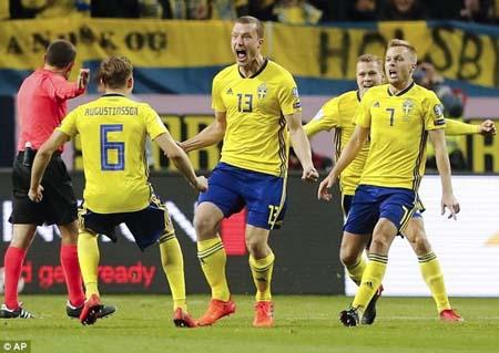 Jakob Johansson (số 13) lỡ cơ hội dự World Cup.