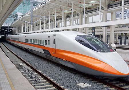 Tàu cao tốc ở Đài Loan chạy tốc độ 300 km/h.