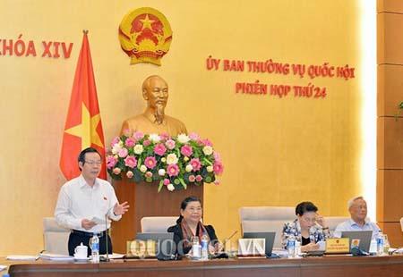 Phó chủ tịch Quốc hội Phùng Quốc Hiển phát biểu kết luận.