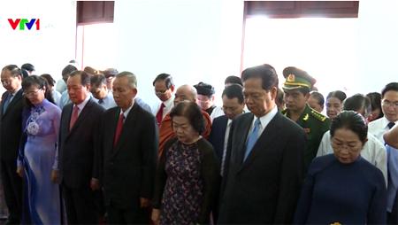 Đoàn đại biểu nguyên lãnh đạo Đảng, Nhà nước đến dâng hương tại Bảo tàng Hồ Chí Minh.