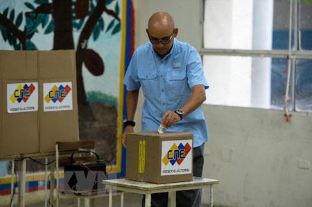 Cử tri Venezuela bỏ phiếu bầu cử địa phương.