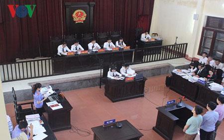 Phiên tòa xét xử vụ án chạy thận khiến nhiều người tử vong.