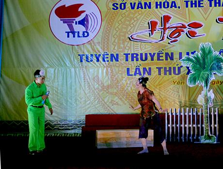 """Tiểu phẩm """"Nhầm to rồi"""" của huyện Trấn Yên ở phần thi câu chuyện thông tin về chủ đề """"An toàn vệ sinh thực phẩm""""."""