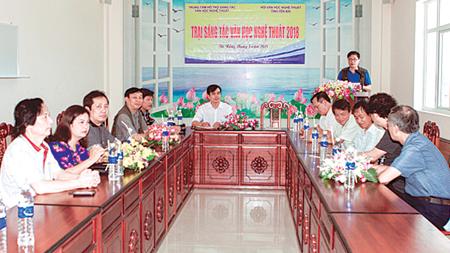 Họa sỹ Nguyễn Đình Thi - Chủ tịch Hội Liên hiệp Văn học Nghệ thuật tỉnh phát biểu tại buổi khai mạc.