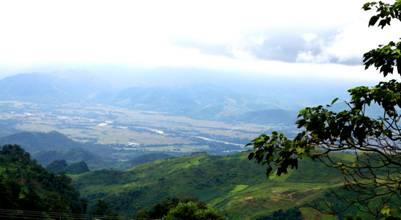Thung lũng Mường Lò nhìn từ hang Thẩm Lé. (Ảnh nguồn interne)